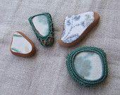 Magneti verde acqua, decorativi, realizzati con frammenti di ceramica spiaggiata, vintage.