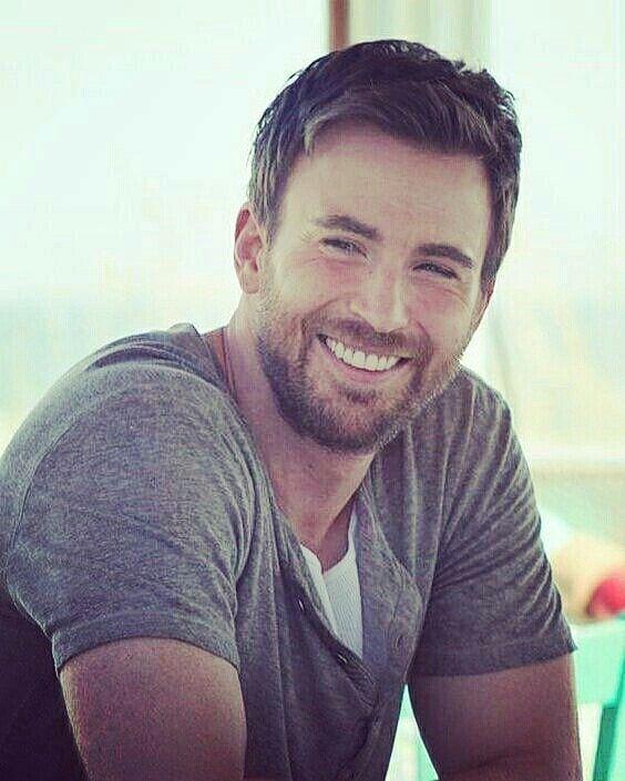 笑顔のクリス・エヴァンス