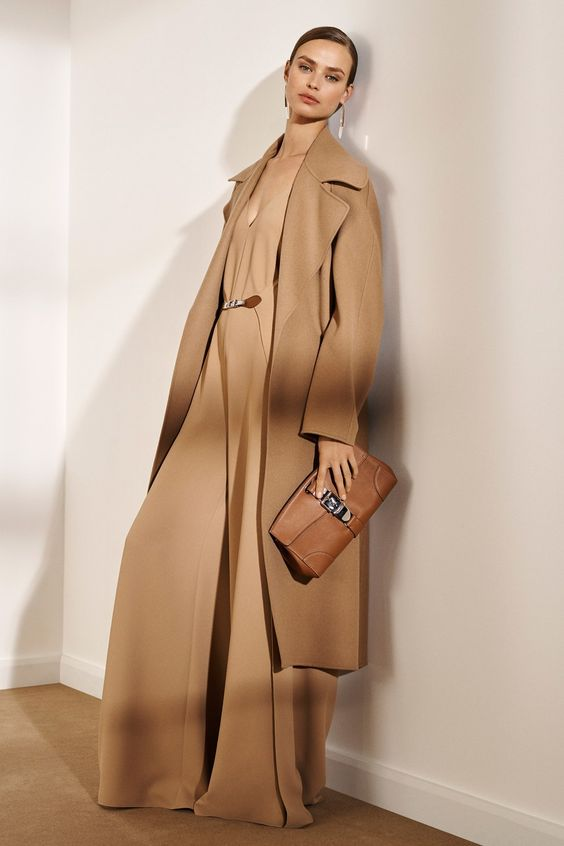 Ralph Lauren Pre-Fall 2019 collection, runway looks, beauty, models, and reviews.