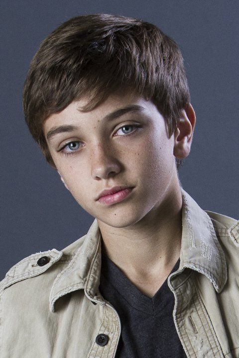 Gavin Casalegno as young Percy Jackson (With black hair of ...