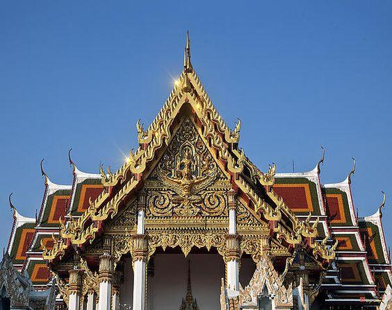2012 Photograph, Wat Ratchaburana Ratchaworawiharn Ubosot Gable, Wang Burapha Phirom, Phra Nakhon, Bangkok, Thailand. © 2012.  ภาพถ่าย ๒๕๕๕ วัดราชบุรณหน้าจั่วอุโบสถ วังบูรพาภิรมย์เขตพระนครกรุงเทพประเทศไทย