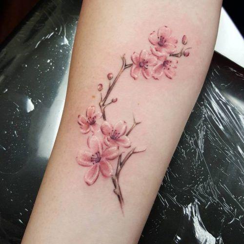 Tatuajes De Flor De Cerezo En El Brazo Tatuajes De Flor De Cerezo Tatuajes Japoneses Tatuajes De Moda