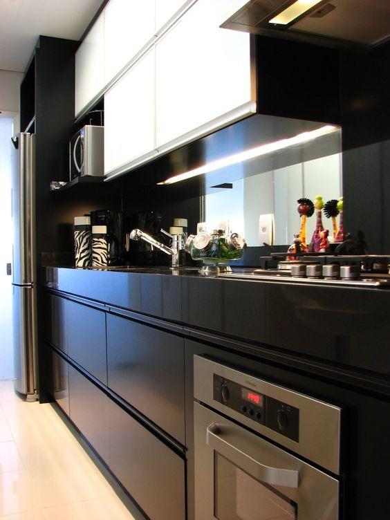 Cozinha preta e branco, cozinha pequena                                                                                                                                                     Mais:
