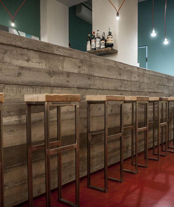 Monolitico bancone in cemento  realizzato da Mumble Mumble per il bar book crossing Tongs in via Vigevano a Milano