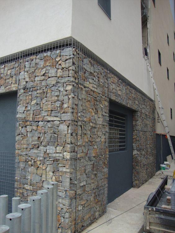 Rehabilitaci n de un muro en barcelona con gavi n de for Gaviones de piedra