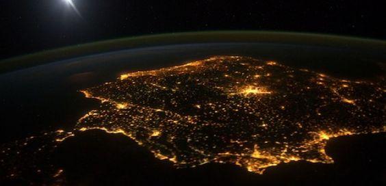 Beleza natural, com luz artificial. O mundo no seu melhor.