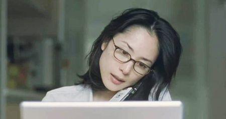 深津絵里メガネ掛けて可愛い姿