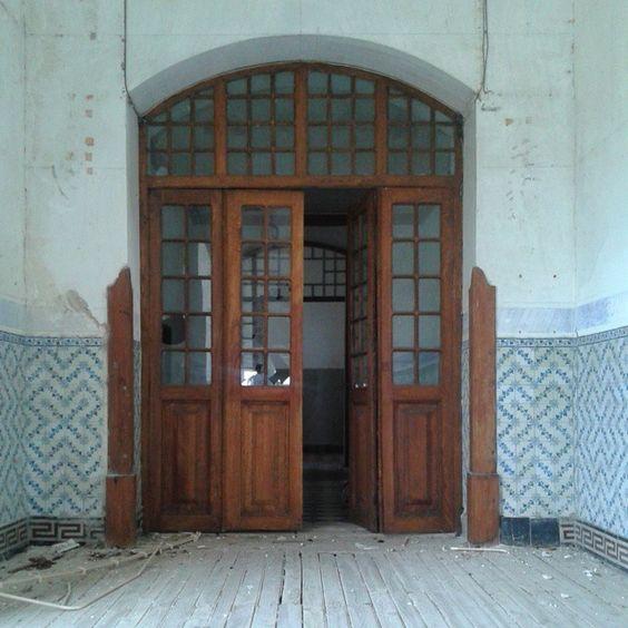 #louricaldocampo #portasejanelas #rsa_doorsandwindows #ir_doorsandwindows #doorsandwindows #igers_portugal #igersportugal #ig_portugal #portugaldenorteasul #gerador #urbex #ig_urbex #locaisabandonados #lugaresabandonados #p3top by jorgeportugal74