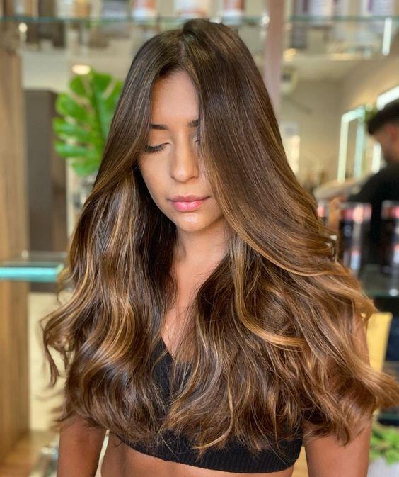 cabelos com luzes mel divino