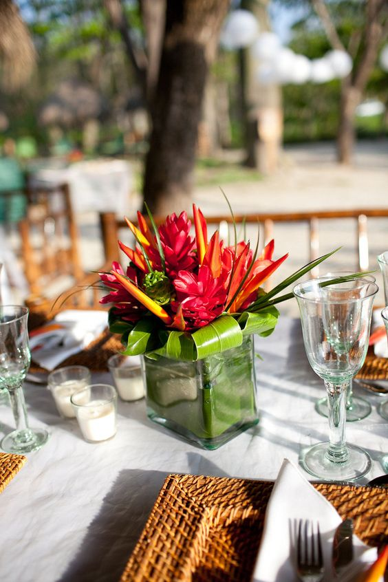 Costa rica wedding by a brit blonde centre pieces