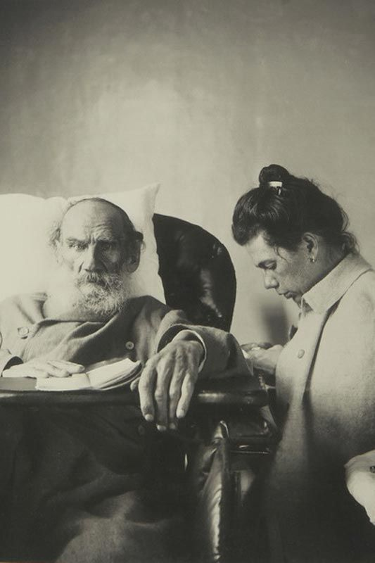Leo Tolstoy at the time of the disease with her daughter Tatiana. Gaspra. 1902
