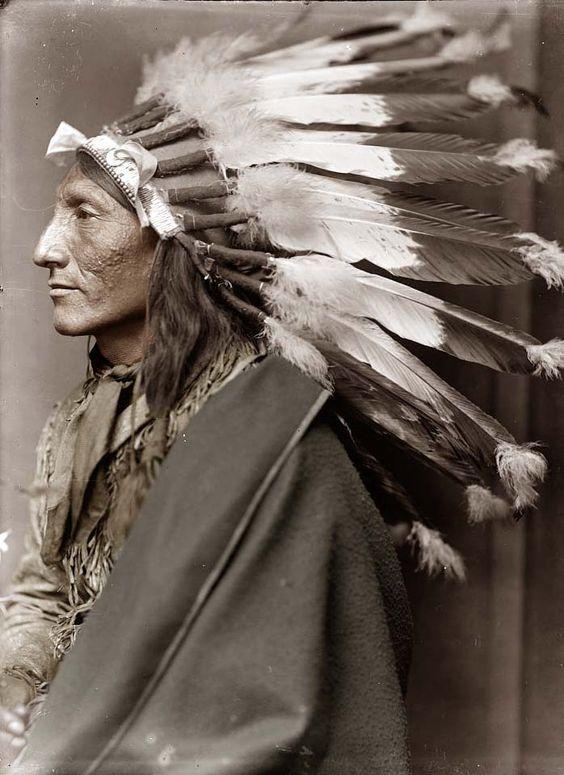 Whirling Horse actuaba en el espectáculo de Buffalo Bill, William Cody, llamado del Salvaje Oeste (1900)