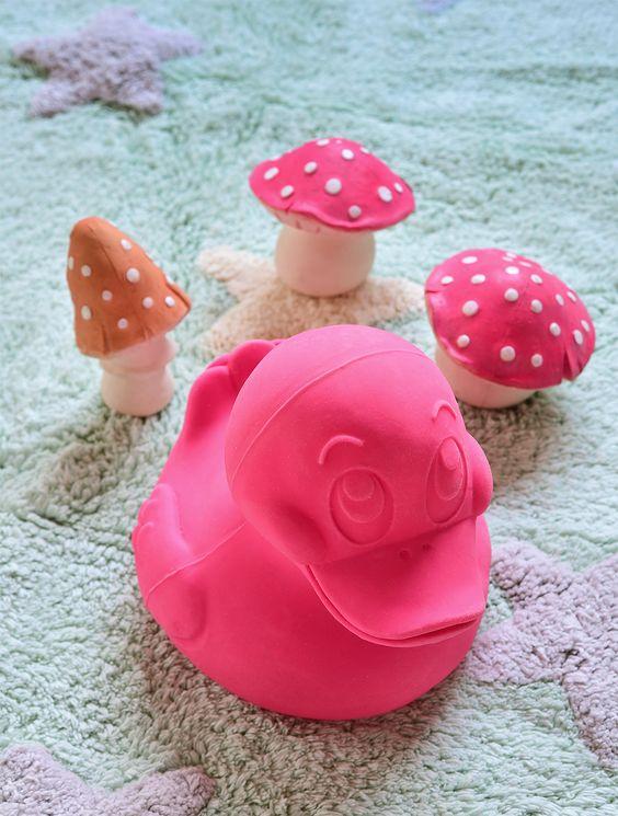 Lorena Canals é uma marca espanhola que se dedica, desde 1990, ao design, produção e comercialização de tapetes para crianças. #Lorenacanals #lorenacanalsrugs #Quartodecriança #Quartodebebê #Decoraçãoinfantil #Bebês #Crianças #Mimootoysdolls #Oli&Carol #oliandcarol Foto: Sidney Doll  Produção: Mix Conteúdo para Mimoo Toys´n Dolls