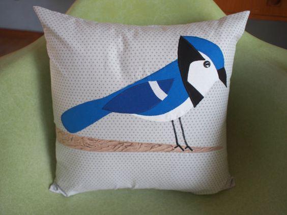 Cojin Blue Jay para dar color a los espacios