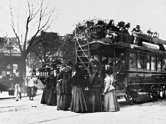 Vieux Paris tramway tiré par des chevaux
