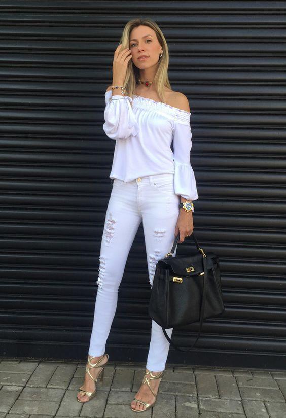 Jeans branco é aquele tipo de roupa que a gente fica aguardando a ocasião certa para usar.