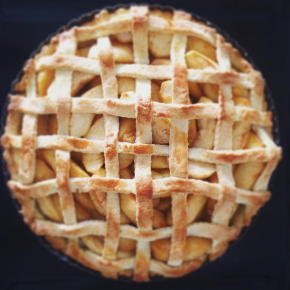 A je napeceno  #applepie #baked #pie #apples #iloveit #sweet #dessert #grille #imabaker #tasty #formymummy #looksgood #bakedwithlove