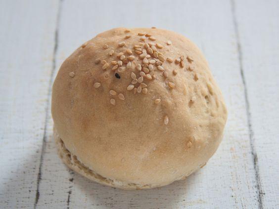 http://vegetarian-diaries.de/vegane-burger-brotchen-mit-astra/
