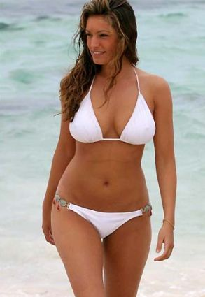 """Perfect curvy beach body.  """"I don't need wash board abs, just a body I can feel confident in."""" Kelly Brook"""
