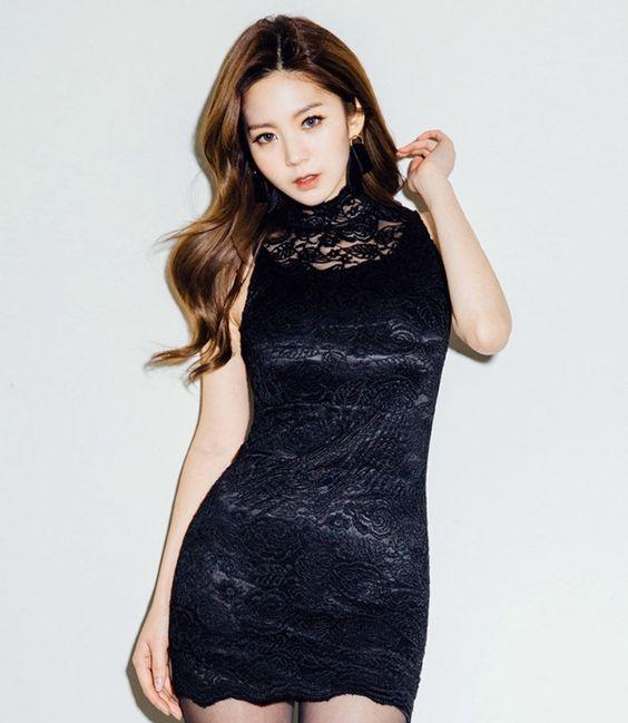 chuu - Mock-Neck Sleeveless Lace Bodycon Dress