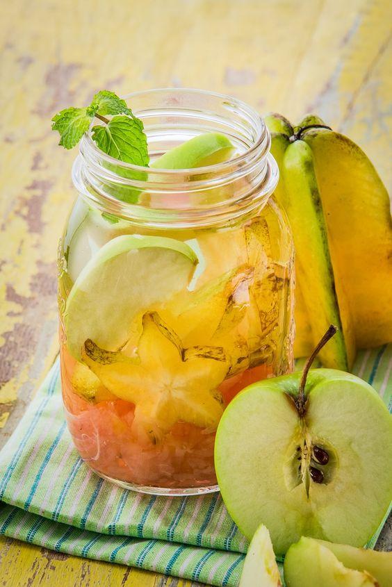 Agua con fruta manzana con carambola                              …