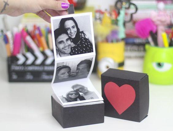 DIY Dia dos Namorados: Caixinha com Fotos. O Dia dos Namorados está chegando e eu preparei um DIY de uma Caixinha com Fotos muito linda para você presentear quem ama. Você pode usar uma caixinha pro: