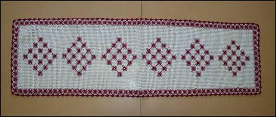Caminho de mesa em crochê - Bordado
