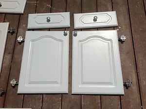 Details About White Howdens Cathedral Style Kitchen Cabinet Doors .