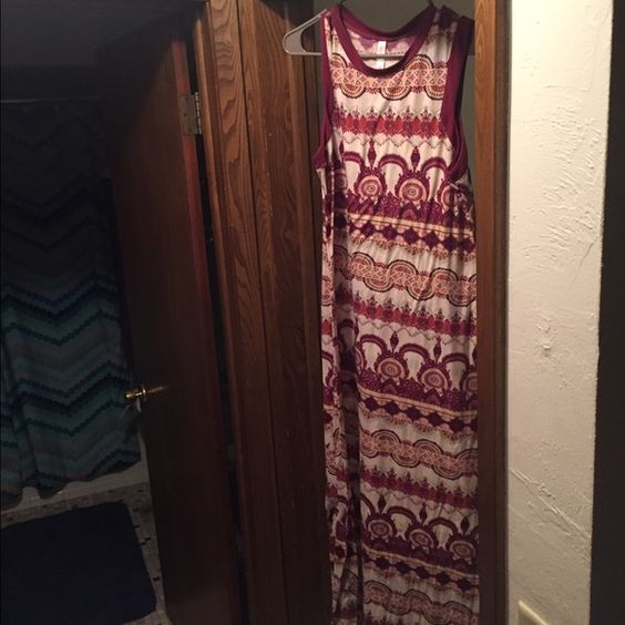 Long Dress VEUC. Only wore once for a couple of hours to a wedding. Super cute!!! Xhilaration Dresses Maxi