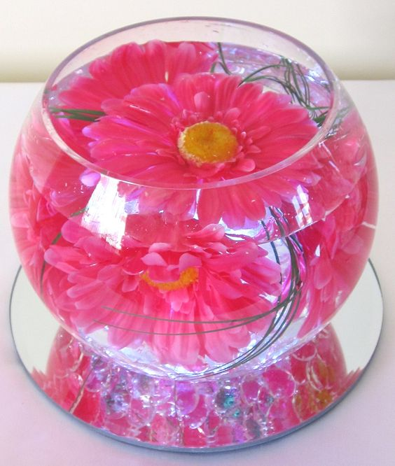 Small size fish bowl vase with four small gerber daisies for How to make flowers float in vases