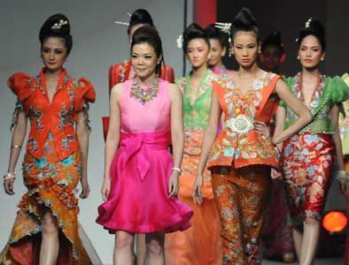 Busana Terinspirasikan Festival Lentera | Jakarta Populer