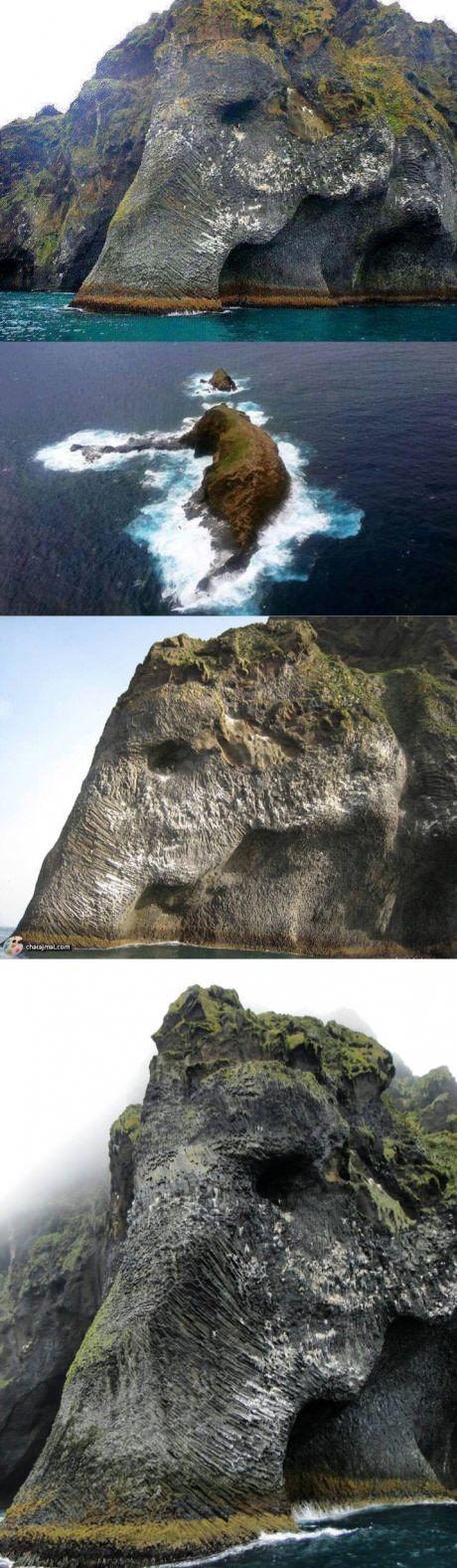 // Слонска скала в Heimaey, Исландия.  Бих искал да чуя фолклора за този малък остров.  //