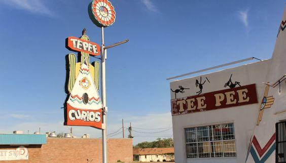 Tepee Curios, famosa loja de bugigangas e lembrancinhas da Rota 66 em Tucumcari…