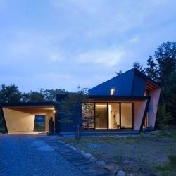 Lodge of Yatsugatake is a minimal home located in Negano, Japan