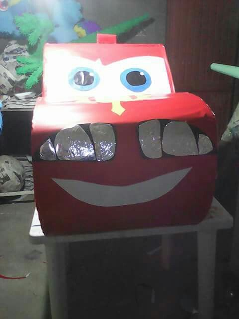 Piñata de tambor rayo macqueen