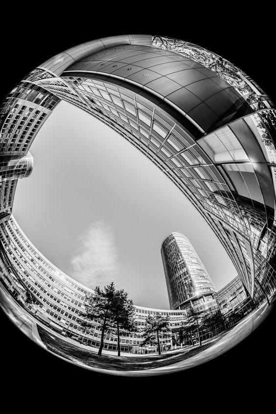 KölnTriangle – Schwarzweißfotografie mit Fisheye