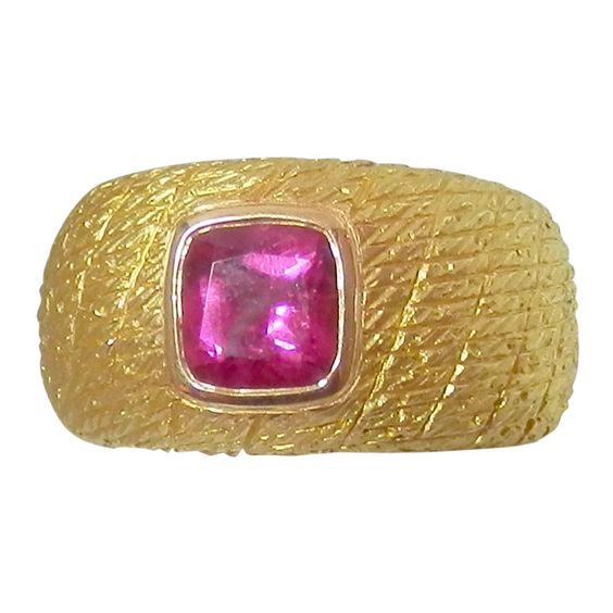 1970s Van Cleef & Arpels pink tourmaline & gold ring