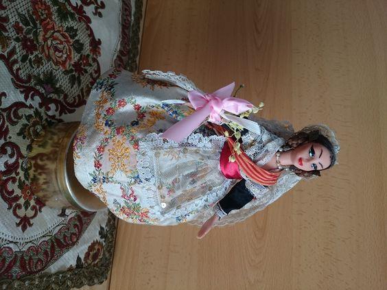 muñeca-fallera-bailarina-caja de musica-antigua-de-colección