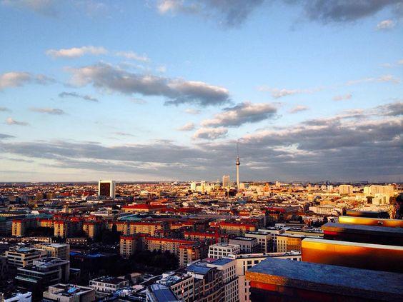 25 piani in 20 secondi e poi questo spettacolo #berlin by eleonoraadg