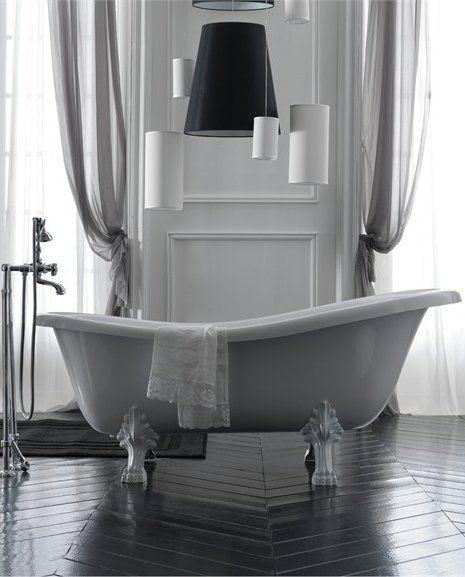 Classic style freestanding #bathtub ETHOS by GALASSIA | #Design Antonio Pascale #bathroom #interiors