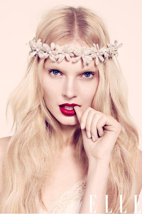 I wish I could pull off that red!: Red Lipsticks, Wedding Hair, Flower Crowns, Forever Girly Hairstyles, Hair Style, Flower Girls, Angel Hair, Wedding Makeup Tips