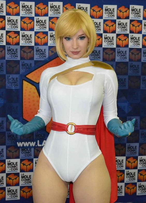 Character: Power Girl / From: DC Comics 'Power Girl' / Cosplayer: Anna Rédei (aka Enji Night)