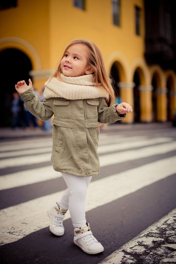 walking on the street #fashionkids #ootd #girl #whitesneakers #fashionblogger