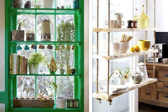 Gebruik zelfs ramen voor extra opslag in een klein huis.