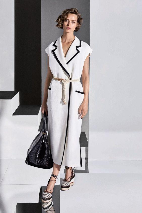 Max Mara Resort 2018 collection, runway looks, beauty, models, and reviews.