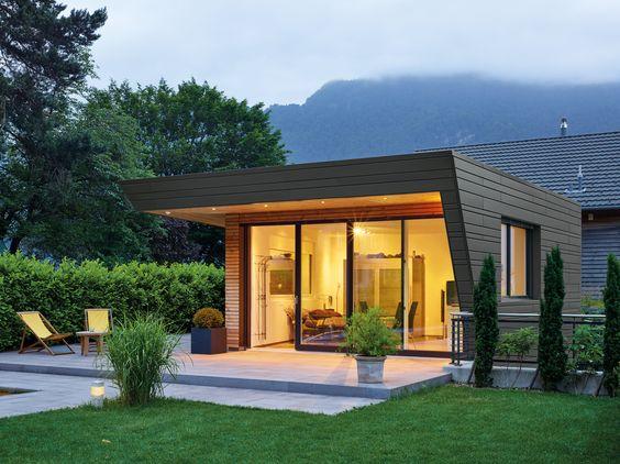 Eine Gartenhütte in der Schweiz in Rheinzink prePATINA-schiefergrau