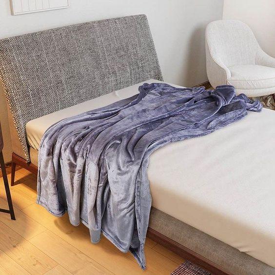 مفارش ميلين On Instagram بطانية هالينا مخمل مزدوج مصنوعة من خامة مخملية عالية النعومة مناسبة للاجواء الشتوية In 2021 Blanket Bed Throw Blanket