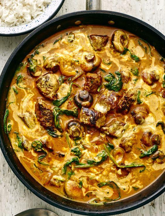 Light lamb, mushroom and spinach korma - Sainsbury's Magazine