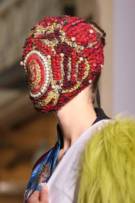 Couture Fall 2014:  Maison Martin Margiela traz o Surrealismo com um toque artesanal para a sua coleção! #maisonmartinmargiela #couture #fall #surrealismo #artesanato #cultura #moda #desfile #trends #retalhos #floral #estampa