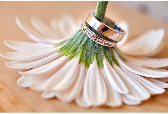 Wedding // ring #flower